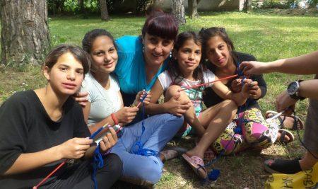 """Добра практика: Събитие """"на поляната"""" сплотява училището и общността в с. Брестница"""