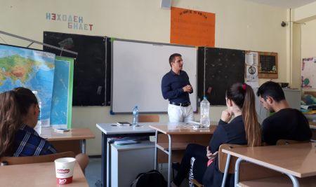 """Финансист сподели опита си пред ученици от Костинброд в техния """"Клуб по финансова грамотност"""""""