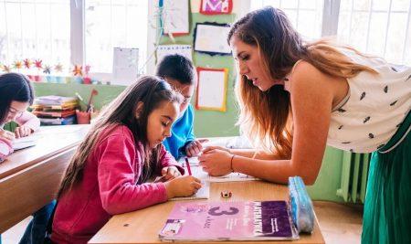 """Още пет дни """"Заедно в час"""" набира участници в програмата си, които ще преподават като учители от септември 2019 г."""