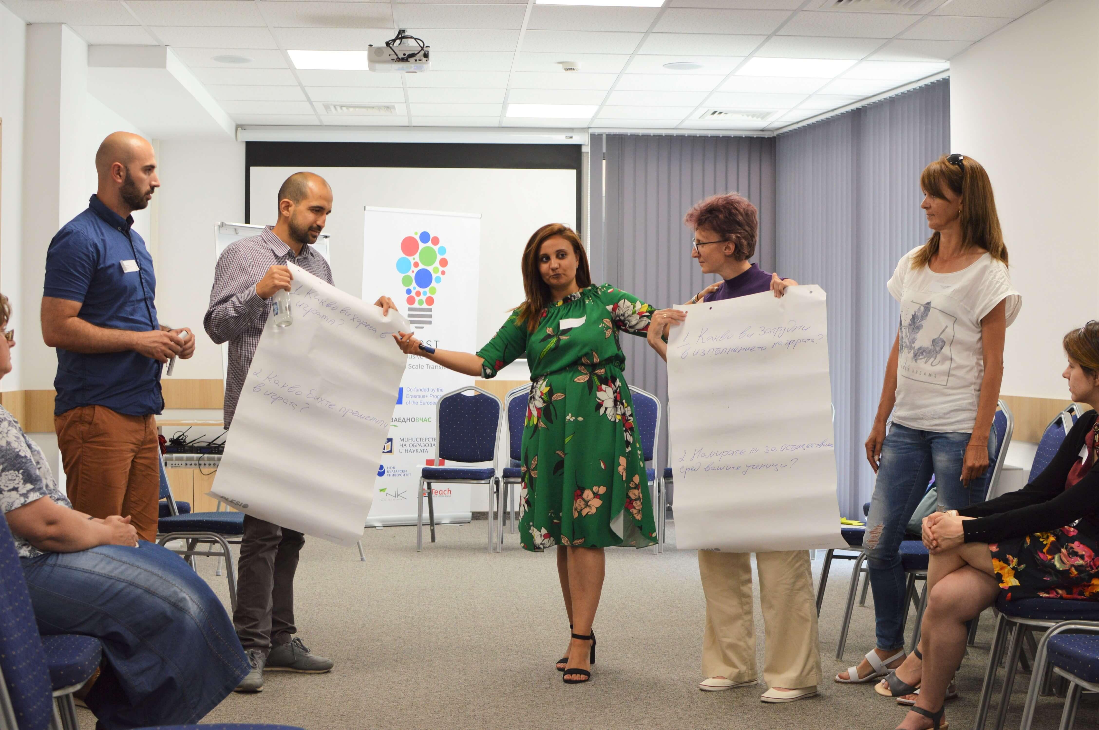 Учители по време на работилница за проект фиерст