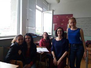 Учителите с ученици по време на посещението