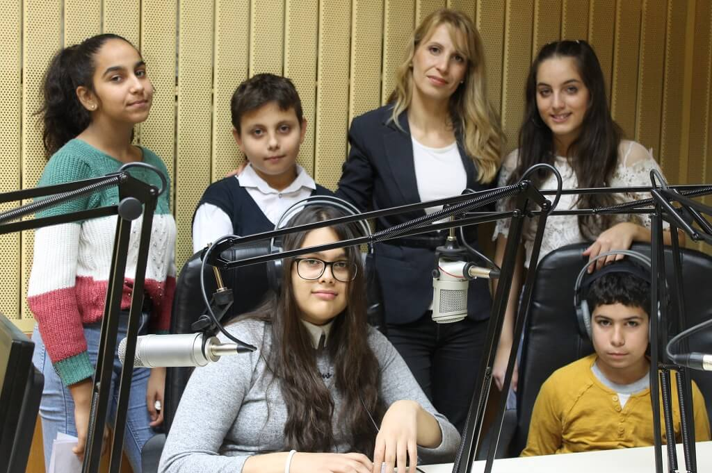 Училищно радио Стара Загора ученици с учител