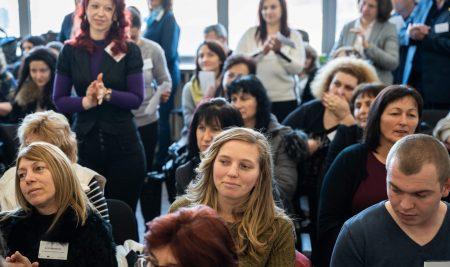 """""""Заедно в час"""" стартира нова програма за цялостна подкрепа на училищни екипи"""