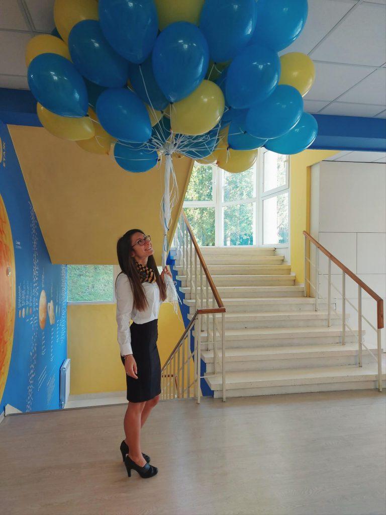 Станислава в очакване на учениците