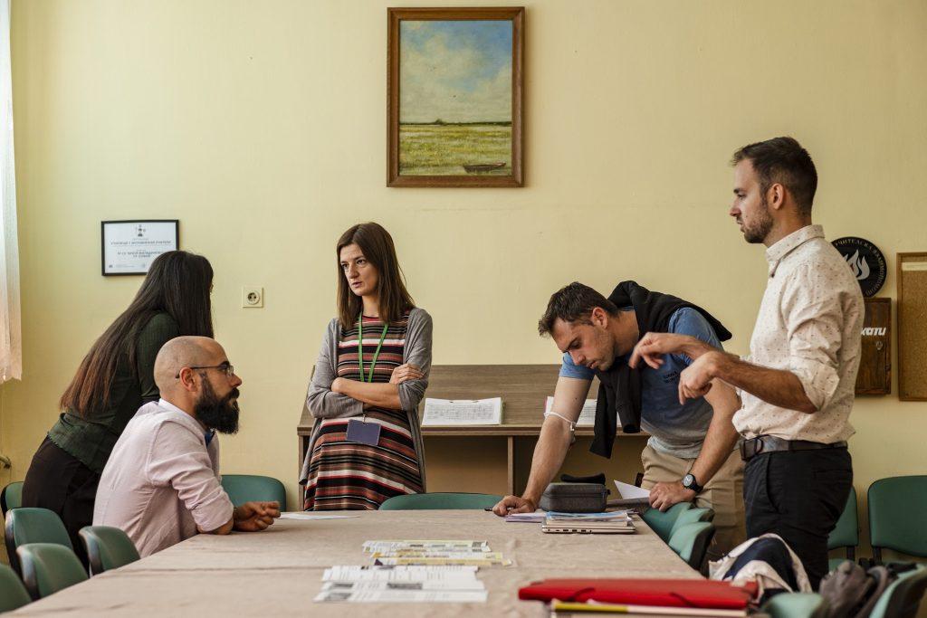 Учители в учителска стая 97 СУ