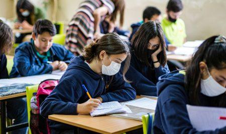 """""""Учим заедно"""" финансира училищни проекти за преодоляване на последствията от пандемията"""